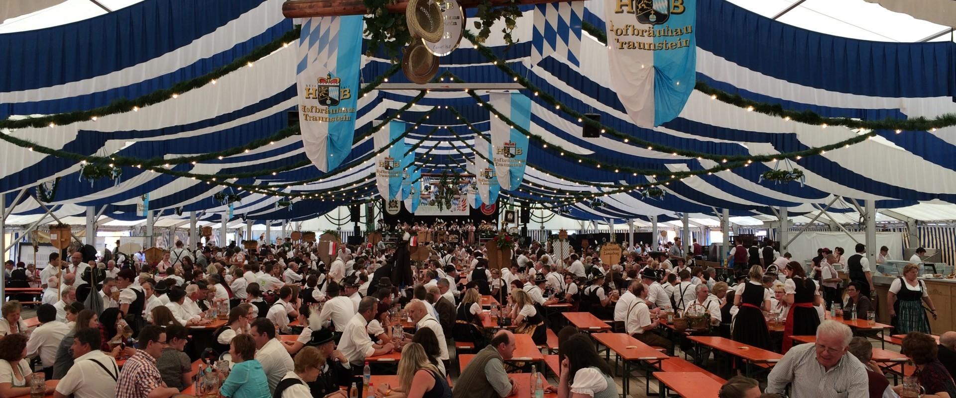 """Festzelt der SG """"Zur Heimat"""" Matzing am Festsonntag 2014"""